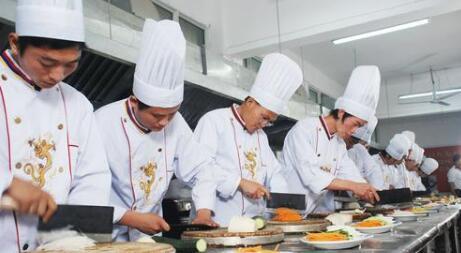 有了智能烹饪机过年的时候厨师可以回家团圆啦。